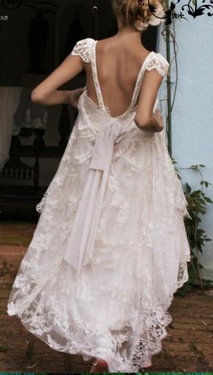 Tirantes finos y una lazada para la espalda de este vestido de novia