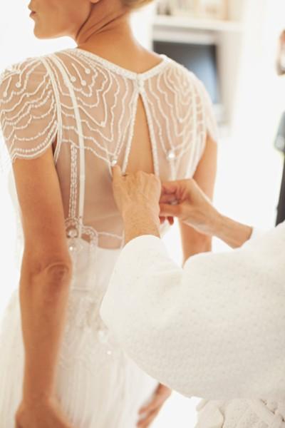 Vestido de novia inspiración años 20 con pedrería
