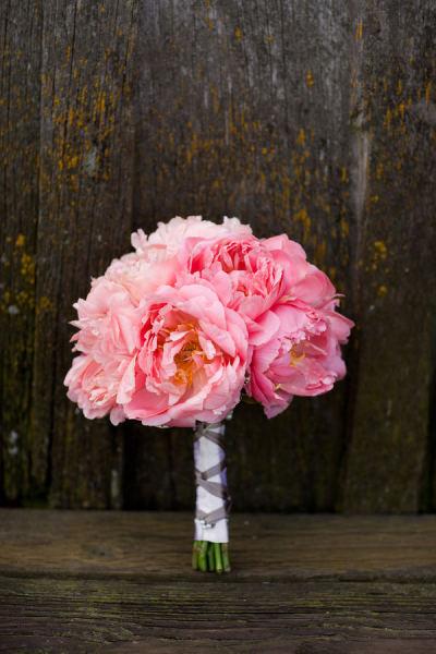 ramo de novia de peonias rosas