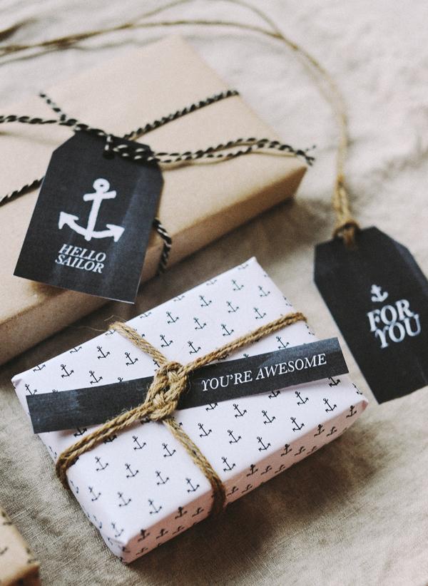 Etiquetas y papel de regalo masculino