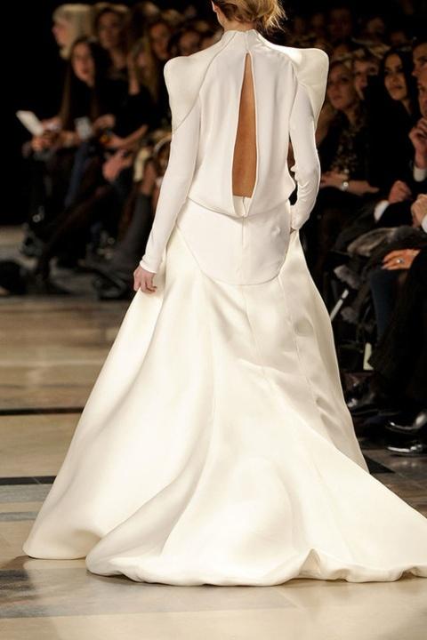 vestido manga larga y hombes abullonados novia