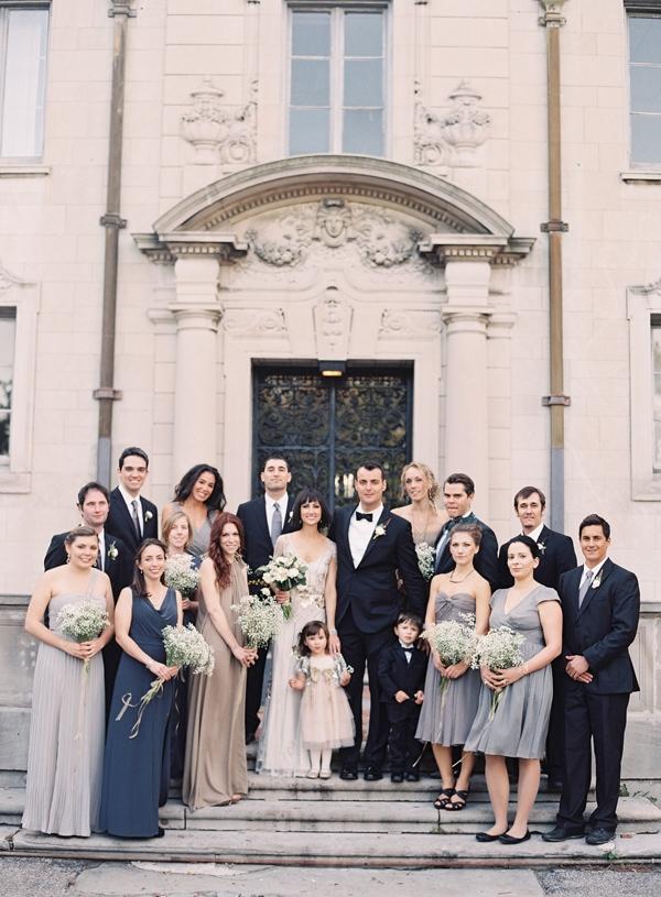 novios con sus damas de honor y padrinos fotos boda