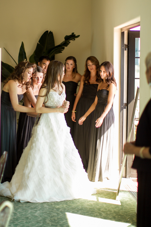 Boda elegante fotos la novia arreglándose