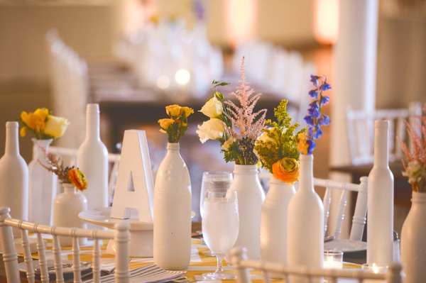 boda en amarillo blanco y azul
