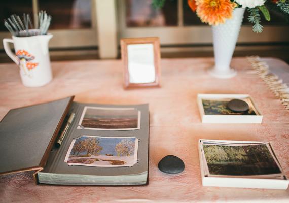 13 mesa de firmas boda bosque
