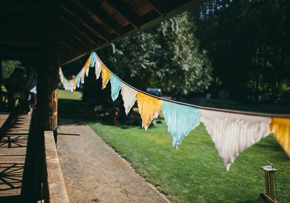 14 detalle decoración cabaña boda en el bosque