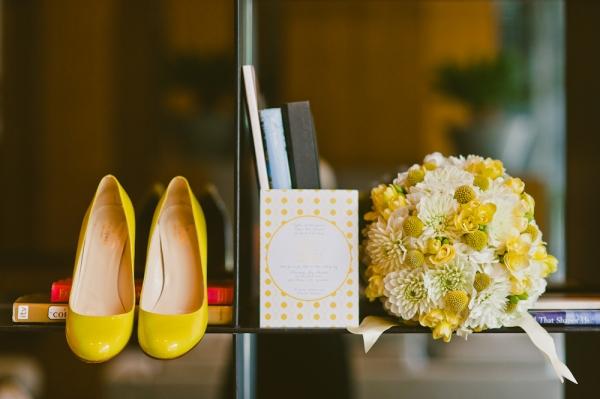4 Una boda moderna en amarillo y gris