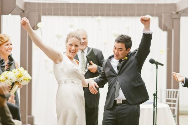 6 una boda moderna en amarillo y gris
