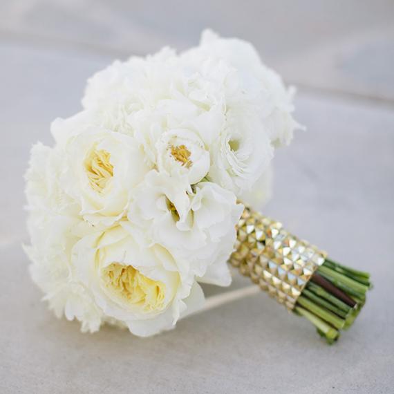 7 ramo novio peonias blancas boda