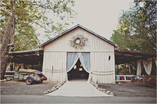 8 boda en un granero