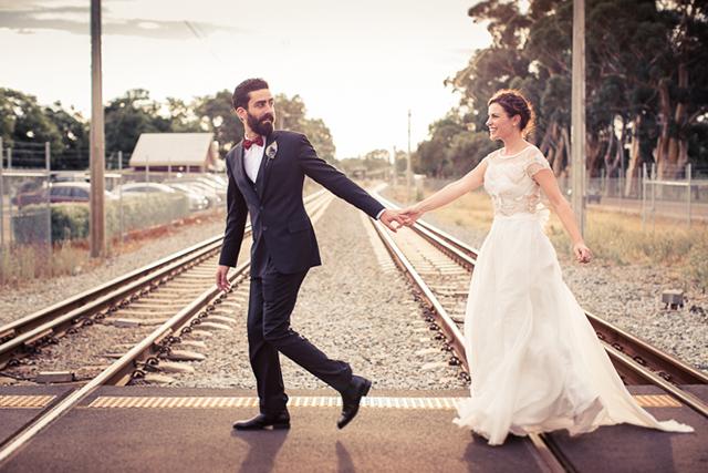 16 fotos novios boda originales vias tren