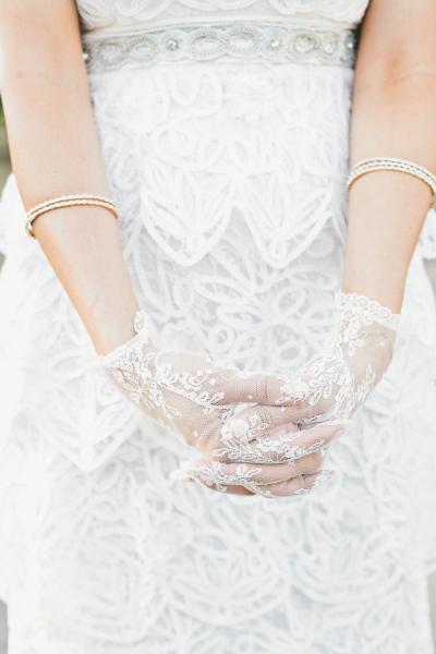 1 novias con guantes boda