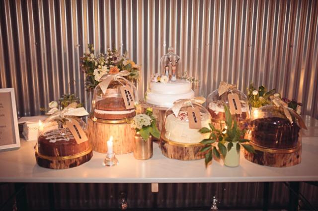 17 Boda moderna rustica en un almacen mesa pasteles