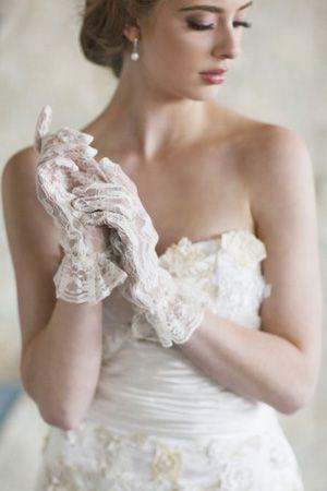 6  novias con guantes boda