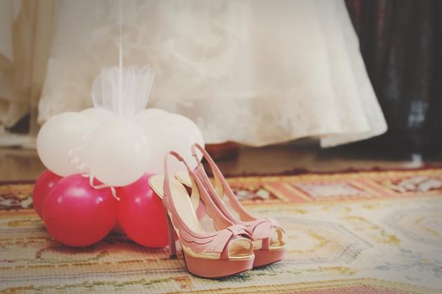 2  Boda en Tarragona Blanco y Caramelo  zapatos novia diferentes roas