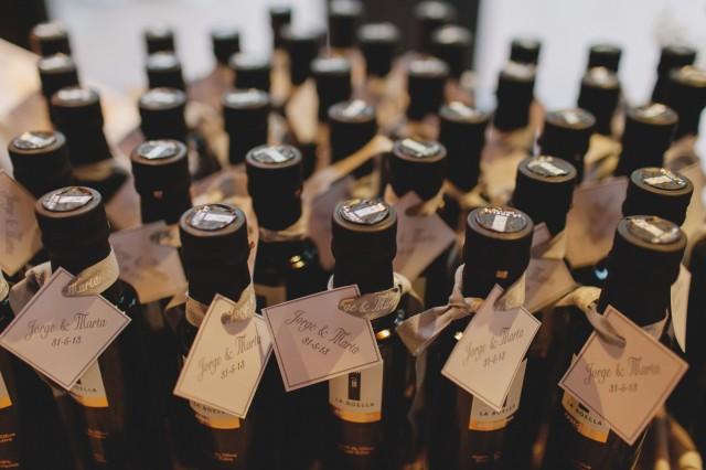 REgalos para invitados botellas aceite - Boda en Tarragona - Paris Berlin Wedidng Planners