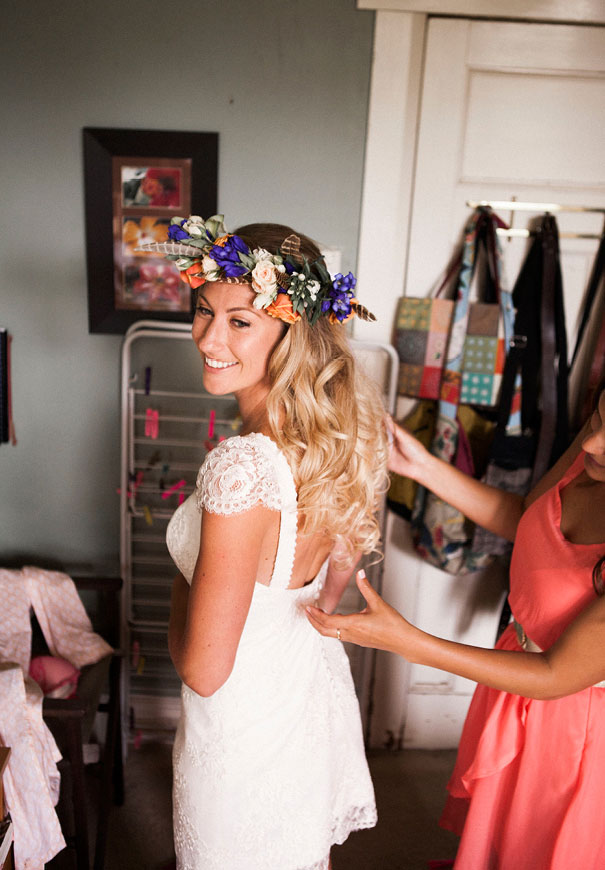 boda al aire libre novia vestido corto corona de flores boda diferente original picnic (10)