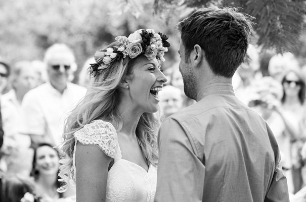 boda al aire libre novia vestido corto corona de flores boda diferente original picnic (13)