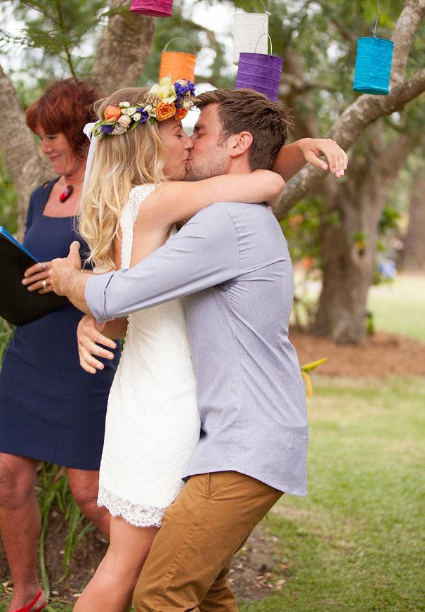 boda al aire libre novia vestido corto corona de flores boda diferente original picnic (14)