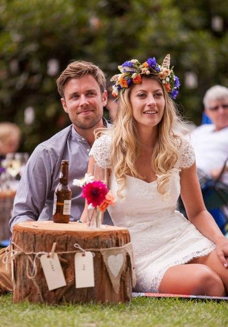 boda al aire libre novia vestido corto corona de flores boda diferente original picnic (21)