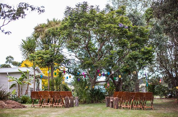 boda al aire libre novia vestido corto corona de flores boda diferente original picnic (4)