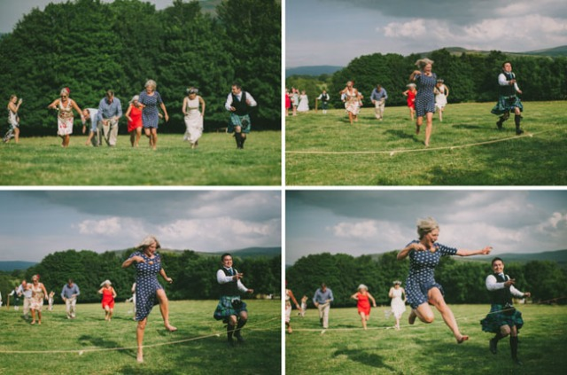boda informal al aire libre carpa circo novia corona de flores (14)