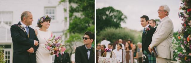 boda informal al aire libre carpa circo novia corona de flores (6)
