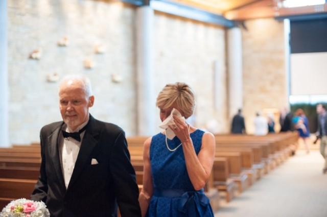 padre con cancer llevando a las hijas al altar boda (12)