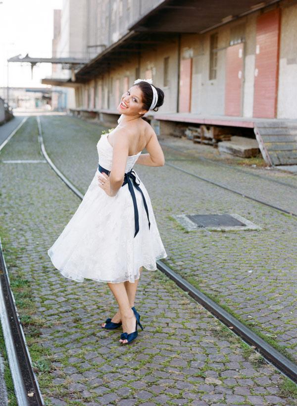 vestido corto blanco y azul – vestidos de boda
