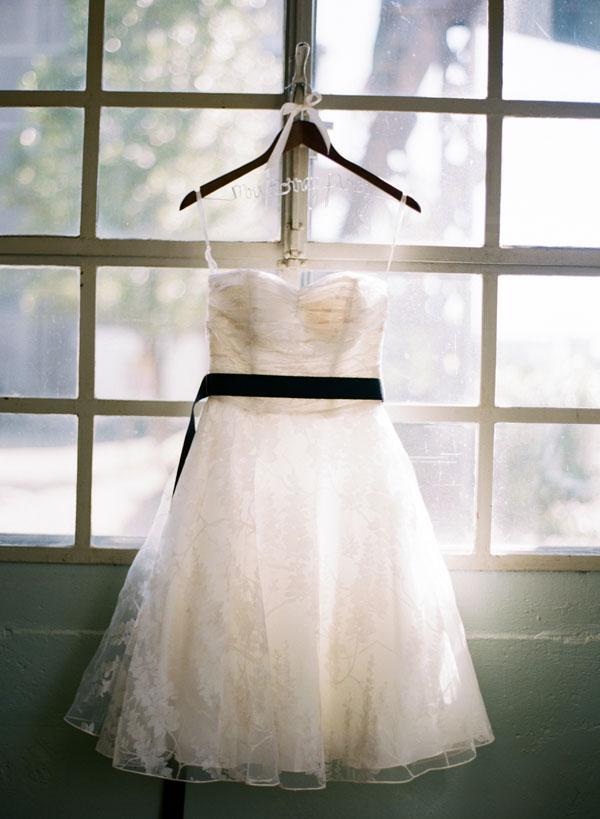 fotos boda analogicas boda azul y blanco novia vestido corto (2)