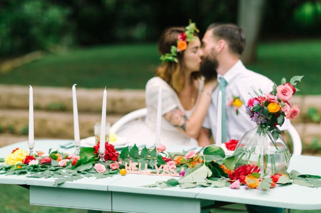 boda romántica bohemia novia vestido corto novio con barba (26)